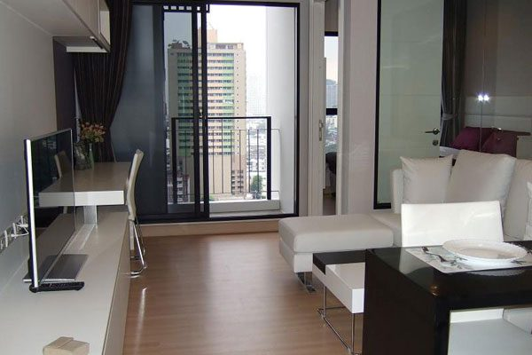 Urbano-Absolute-1br-rent-0417652543-featured